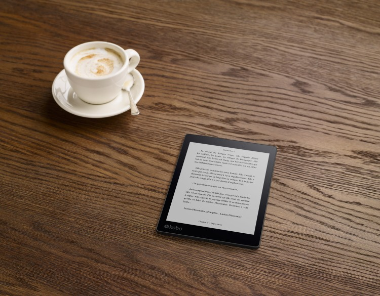 AuraONE_Lifestyle_Cafe01_Reading_FR.png