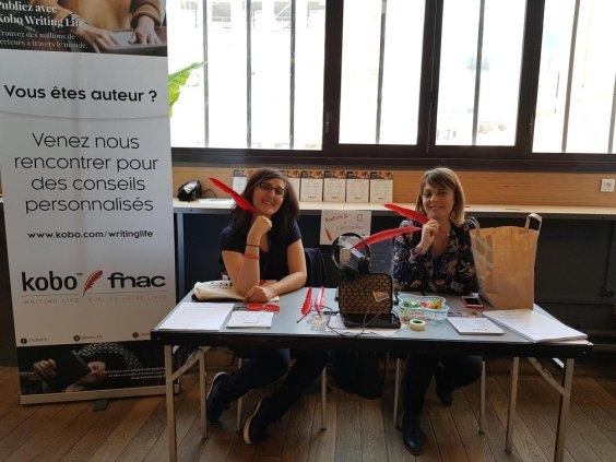 Camille et Sandra sur le stand Kobo Writing Life
